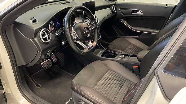 Mercedes CLA 250 4-Matic Shooting Brake AMG Line Foto 11