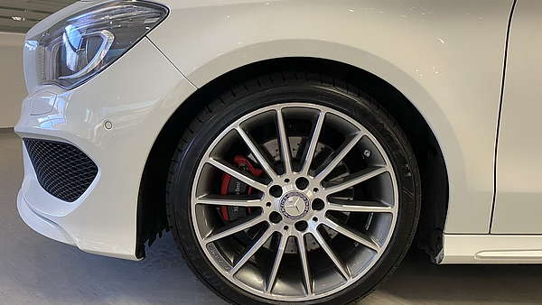Mercedes CLA 250 4-Matic Shooting Brake AMG Line Foto 9
