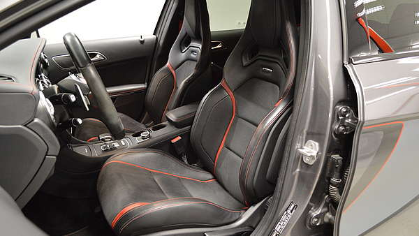 Mercedes GLA 45 AMG 4-Matic Edition 1 Foto 13