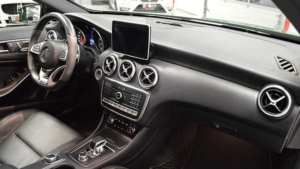 Mercedes A45 AMG Performance Facelift Foto 17